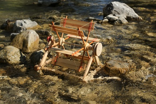 Flussrad- großes Wasserrad